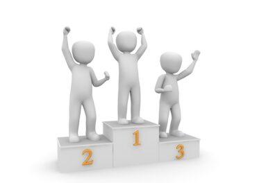 podium de trois places avac les vainqueurs